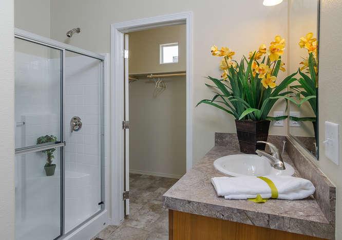 K1676H Blackline-small-013-Master Bathroom-666×467-72dpi