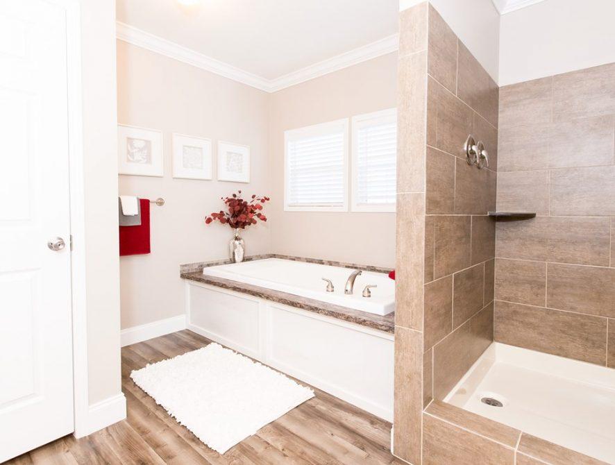 Manufactured-THE-NEWPORT-28-32SMH28684AH-Master-Bathroom-20170307-1122189647452