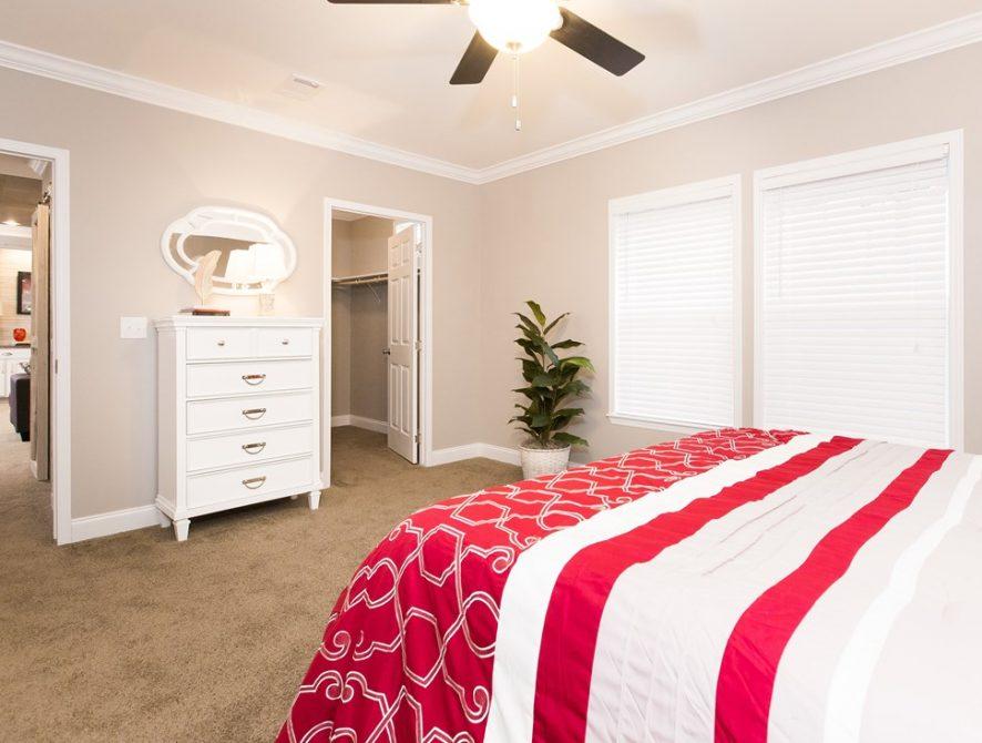 Manufactured-THE-NEWPORT-28-32SMH28684AH-Master-Bedroom-20170307-1122472423631