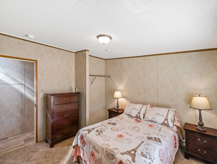 S-2464-32FLP-18-Bedroom2